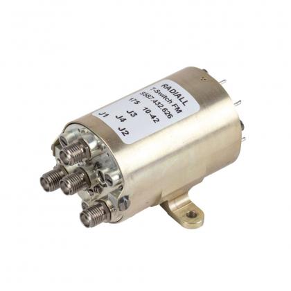 Les commutateurs qualifiés pour l'usage spatial sont équipés de connecteurs SMA, SMA 2.9 ou TNC.